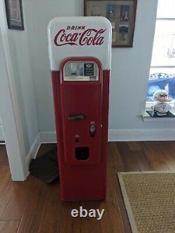 1956 Vendo 44 Coca-Cola Vending Machine. Still works, Set for 10 cents a bottle