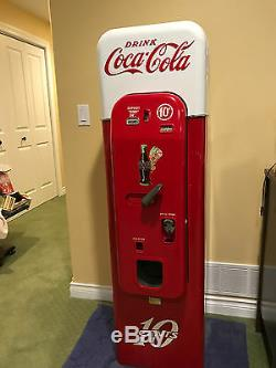 1957 VMC44 Vendorlator 10 cent Coke Vending Machine