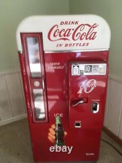 1957 working antique Coca Cola. 10 cent vending machine