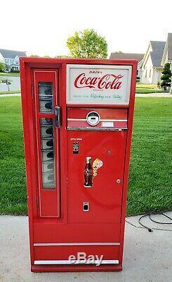 Antique Coca Cola Coke Cavalier Soda Machine, nice