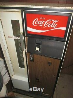 COKE Coca-Cola CAVALIER Bottle coin operated vending machine Withkey US S-8-64