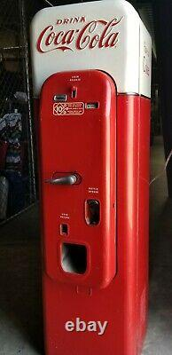 Coca Cola machine, model VMC 44, dated 1956, ready for restoration