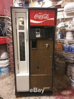 Coca cola machine model css-8-64 in working original condition