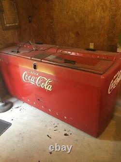 Coca cola machine vintage