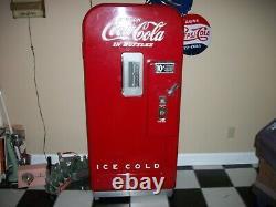 Coke Cola Vendo 39 Machine
