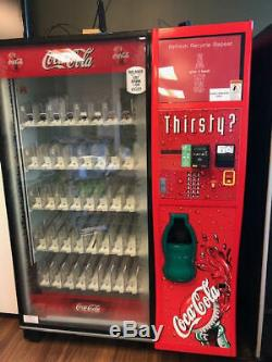 Dixie Narco DN5000 glass front beverage / soda vending machine