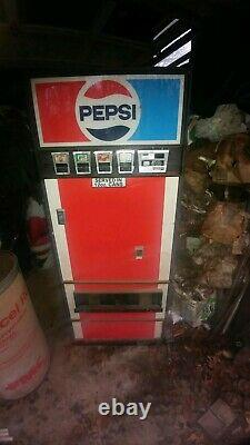 Early 70's model pepsi machine great for shop or man cave or lady cave. Vending