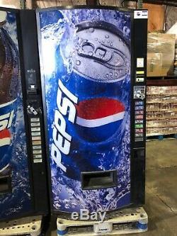 Pepsi Vendo 480-8 Soda Vending Machine WithBill & Coin Acceptor