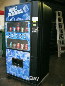 ROYAL 650 Bottles/Cans SODA/POP VENDING MACHINE (Live Display)