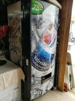 ROYAL RVCDE 768-10 Soda Vending Machine