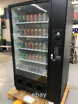 Soda & Beverage Vending Machine + GREAT condition + both sets of keys included