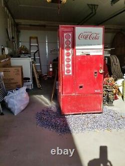 VINTAGE 1960's VENDO HA56A-A COCA COLA MACHINE with keys RARE. It works good