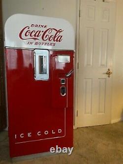 Vendo 39 Coke / Coca-cola Vending Machine