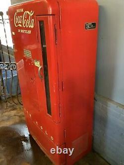 Vendo Coca Cola Bottle Vending Machine Model 110