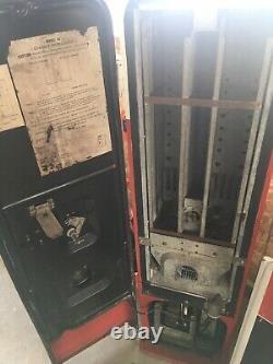 Very rare v44 coca cola machine. Needs New Door Latch