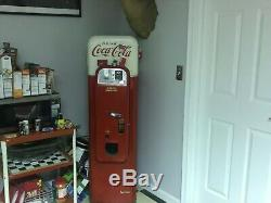 Very rare v44 coca cola machine vendo in working condition red