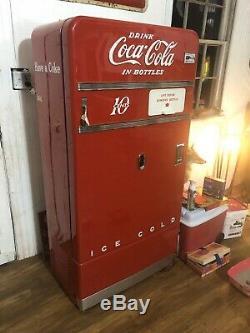Vintage 10-cent Vendo 83 Coca-Cola machine Restored