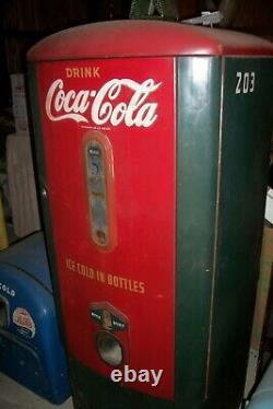 Vintage 1941 Mills Model 45 Coca Cola Machine / All Original Paint! Very Rare