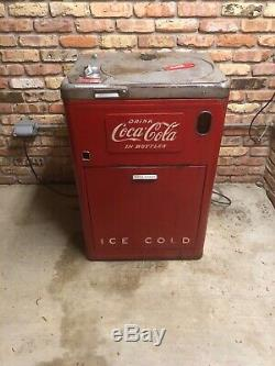 Vintage 1950 coke vending machine in original and working condition