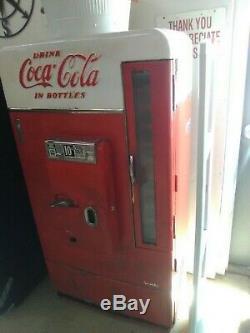 Vintage 1950's Coke Bottle Machine
