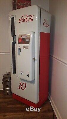 Vintage Cavalier 96 Coke Machine, restored to perfection very nice lots of detail
