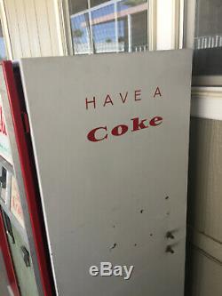 Vintage Coca Cola Bottled Vending Machine 1960's Cavalier CSS-8-64