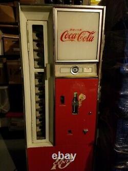 Vintage Coca Cola (cavalier Coke) Machine