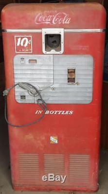 Wonderful Vintage 1940's Original Vendorlator MFG. Coca Cola Vending Machine VMC